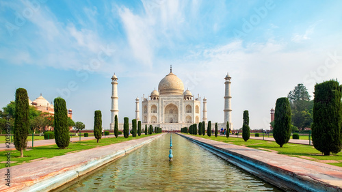 Leinwanddruck Bild Taj Mahal front view reflected on the reflection pool, an ivory-white marble mausoleum on the south bank of the Yamuna river in Agra, Uttar Pradesh, India. One of the seven wonders of the world.