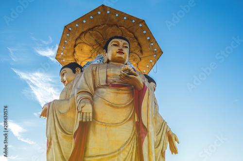 Fotobehang Boeddha Buddha statue with blue sky in the background