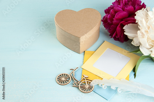 Blank note and kraft gift box in the shape of a heart