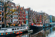 Leinwanddruck Bild - Architecture Of Dutch Houses Facade and Houseboats On Amsterdam Canal