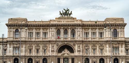 Rzym sądu kasacyjny pałac widok na chmurnym dniu