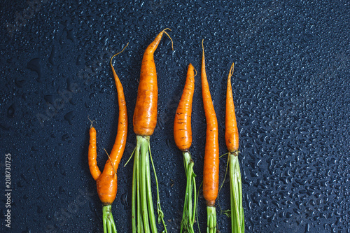 Aluminium Hot chili peppers Heap of fresh carrots on black background