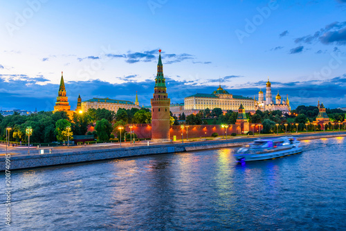 Leinwanddruck Bild Moscow Kremlin, Kremlin Embankment and Moscow River at night in Moscow, Russia. Architecture and landmark of Moscow