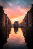 Rosa Wolken über Hamburg