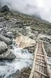Brücke über Wasserfall - 208751524