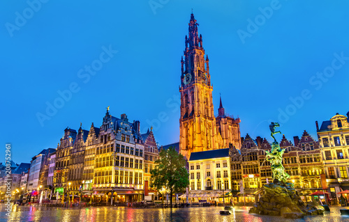 Leinwanddruck Bild The Cathedral of Our Lady and the Silvius Brabo Fountain on the Grote Markt Square in Antwerp, Belgium