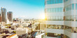 Sonne im Sommer an Hochhaus Turm in Los Angeles