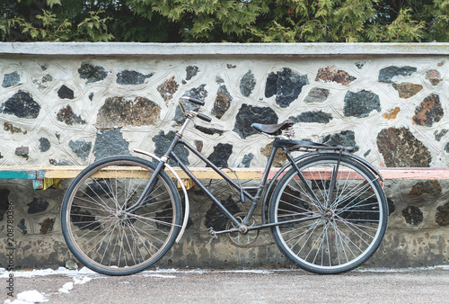 Fotobehang Fiets Vintage bicycle on the stone wall background