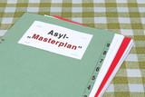 """Akte, Asyl-""""Masterplan"""" (symbolisches Bild) - 208807330"""