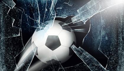Ball durchbricht Fenster © Thaut Images