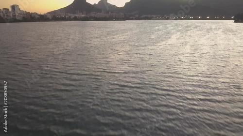 Sticker Imagens de drone do pôr-do-sol da Lagoa Rodrigo de Freitas