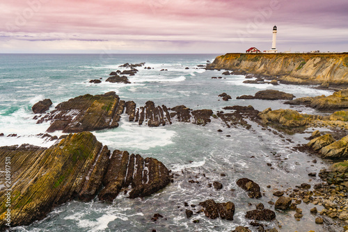 Fotobehang Lichtroze Point Arena Lighthouse is loacated about 130 miles north of San Francisco. The lighthouse was rebuilt in 1908 after the 1906 San Francisco earthquake.