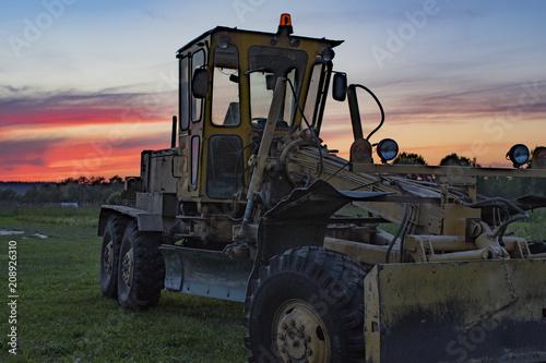 Fotobehang Trekker tractor and sunset