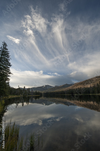 Fotobehang Donkergrijs Cirrus clouds over Sylvan Lake; Yellowstone NP; Wyoming