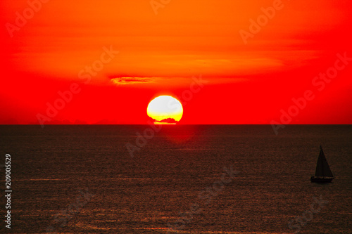 Plexiglas Rood 海と夕日