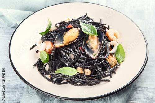 Foto Murales Italian pasta with seafood