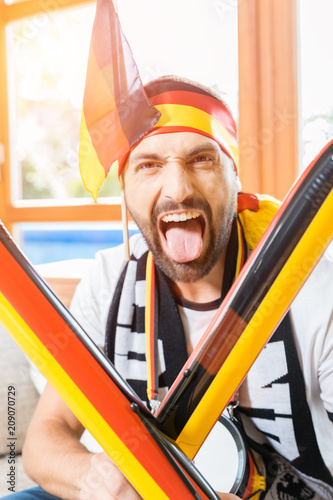 Fotobehang Voetbal Junger Mann ist Fan der deutschen Fußball Nationalmannschaft