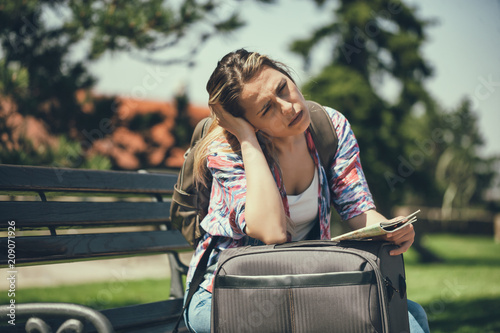 Foto Murales Young woman is going on vacation. She is waiting for her transportation.