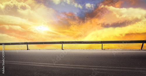 Aluminium Zwavel geel summer road background