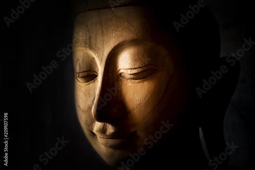 Aluminium Boeddha un bouddha en bois de teck sculpté
