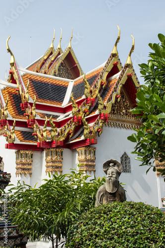 Fotobehang Bangkok Stone Sculpture and temple roof detail at Wat Pho, Bangkok, Thailand