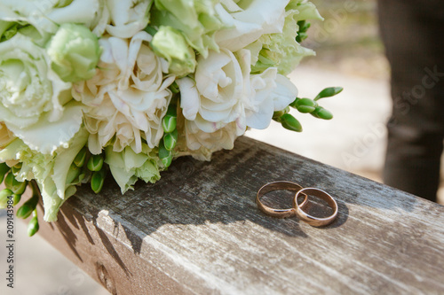 Leinwanddruck Bild Wedding bouquet with rings on a tree