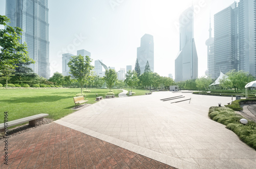 Fotobehang Shanghai park in lujiazui financial center, Shanghai, China