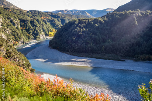 Fotobehang Bergrivier Mountain canyon and river landscape in New Zealand