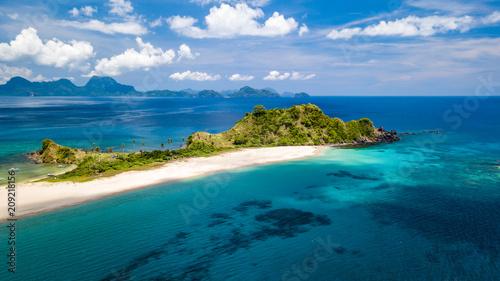 Fotobehang Tropical strand Drone view of beautiful Nacpan Beach in Palawan, El Nido