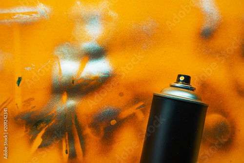 Color spray can for graffiti artwork - 209242341