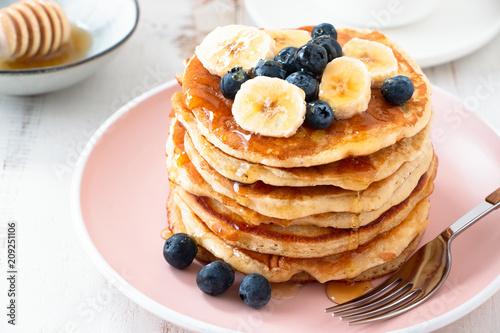 Foto Murales Homemade pancakes with blackberries and banana
