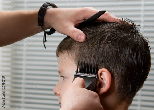 the hairdresser does the hair for the child, the clippers