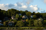 Beautiful houses on a hill near the river Elbe in the city of Hamburg - 209381570
