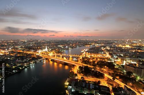 Fotobehang Bangkok Memorial Bridge, Phra Phuttha Yodfa Bridge, Phra Pok Klao Bridge at sunset