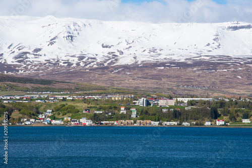 Fotobehang Lavendel city of Akureyri in North Iceland
