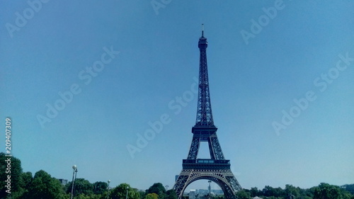 Poster View of Eiffel Tower from Jardins du Trocadero in Paris, France.