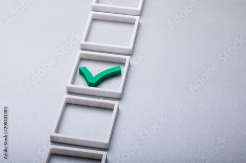 Zielony znacznik wyboru w polu wyboru