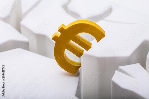 Leinwanddruck Bild Euro Currency Symbol On Cracked White Surface