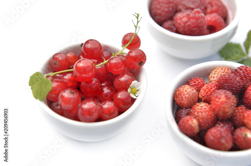 Foto Murales red berries in little bowl on white background