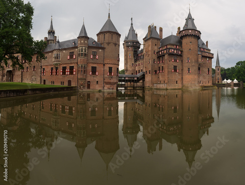 Fridge magnet The beautiful De Haar Castle reflected in the surrounding moat on the castle grounds