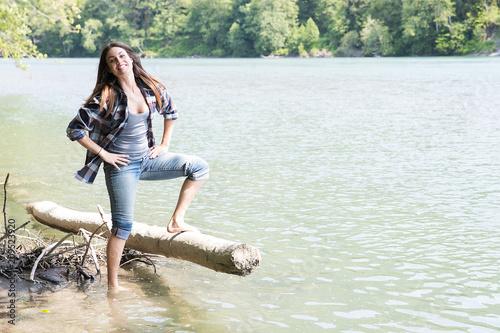 Foto Murales Woman playing near river