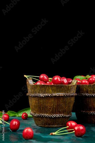 Fotobehang Kersen Red cherry in green bowl