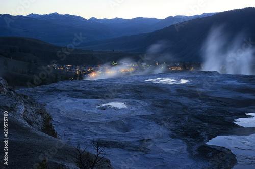 Aluminium Nachtblauw Mammoth Hot Springs at dawn; Yellowstone NP; Wyoming