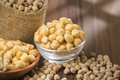 grains of chickpeas, (Cicer arietinum) in bowl on the table