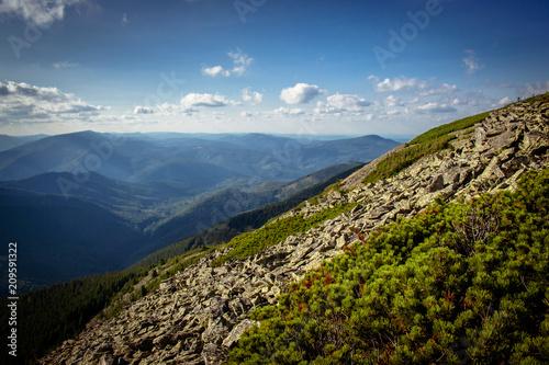 Aluminium Nachtblauw Beautiful mountains and blue sky in the Carpathians. Ukraine.