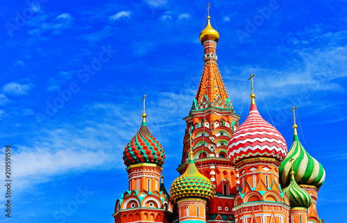 Canvas Moskou View of St. Basil's cathedral on the Red Square in summer in Moscow, Russia.