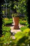 Jardin paysagé, arbustes et plantes en France - 209609596