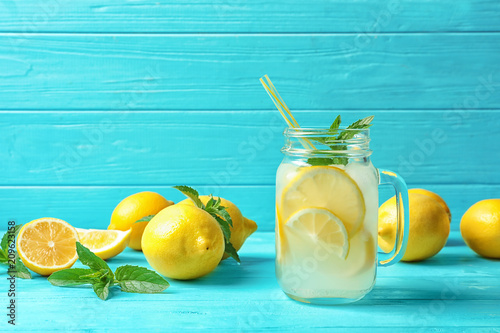 Leinwanddruck Bild Natural lemonade in mason jar on wooden table