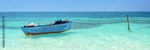 Leinwanddruck Bild Blue boat, Cayo Levisa, Cuba