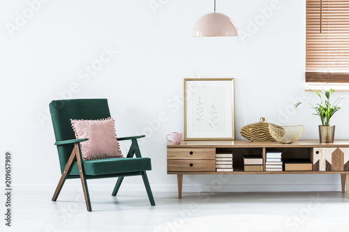 Pink and green living room © Photographee.eu